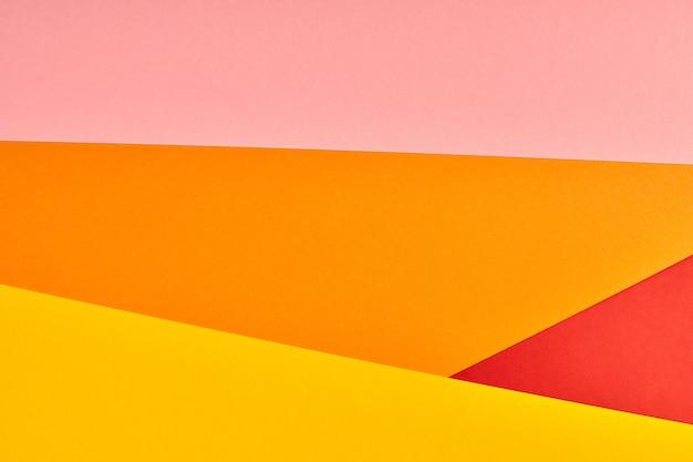 Mehrfarbiger papierhintergrund. abstrakte bunte papierbeschaffenheit, kopienraum. helle farben für geometrischen hintergrund des designs. farbe leer für präsentationen.