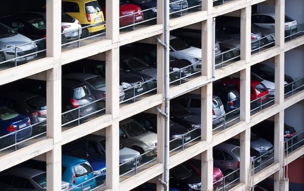 Mehrstufiger parkplatz