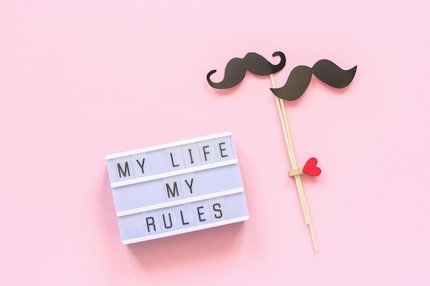 Mein leben, meine regeln lightbox text, paar papier schnurrbart requisiten auf rosa