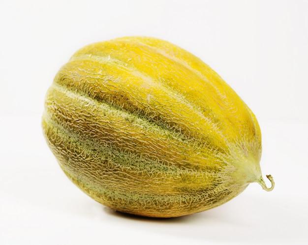 Melone getrennt auf weißem hintergrund