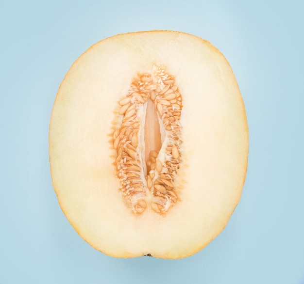 Melone isoliert schneiden