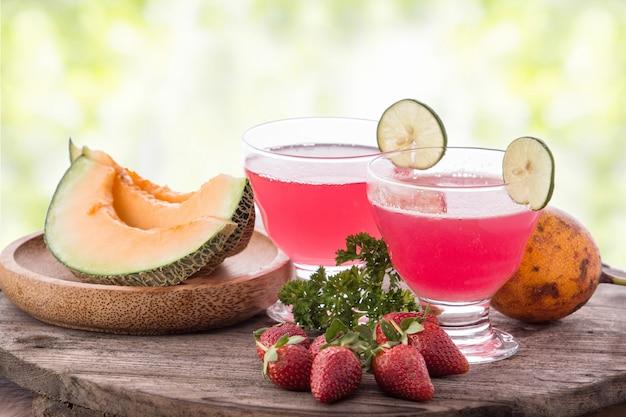 Melonen-, orangen- und erdbeer-smoothies