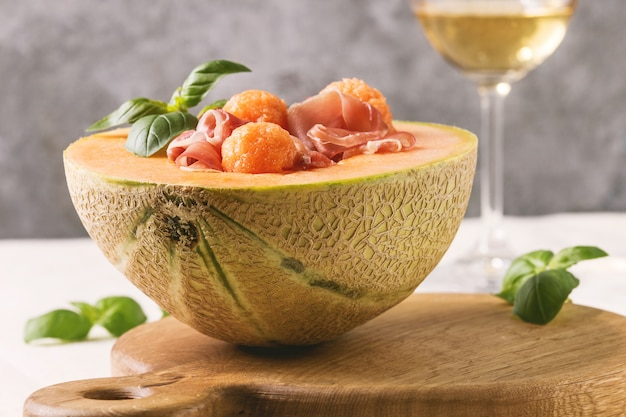 Melonen-schinken-salat