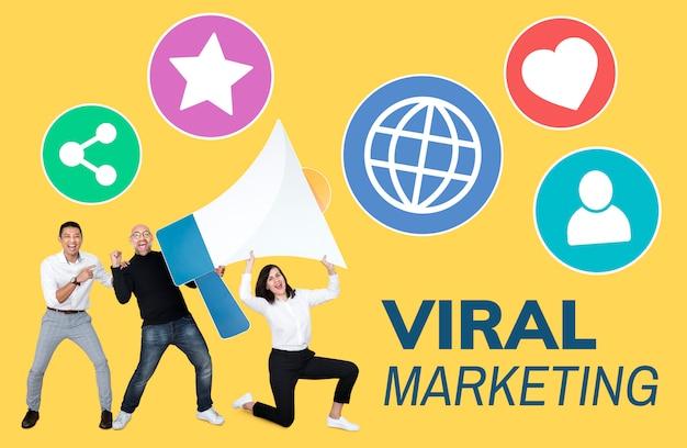 Menschen, die an viralem marketing arbeiten