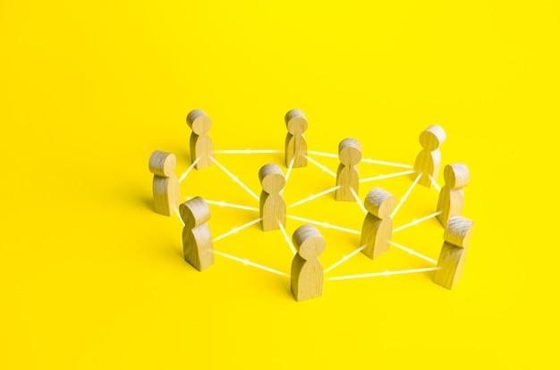 Menschen, die durch linien verbunden sind. selbstorganisiertes hierarchisches unternehmenssystem