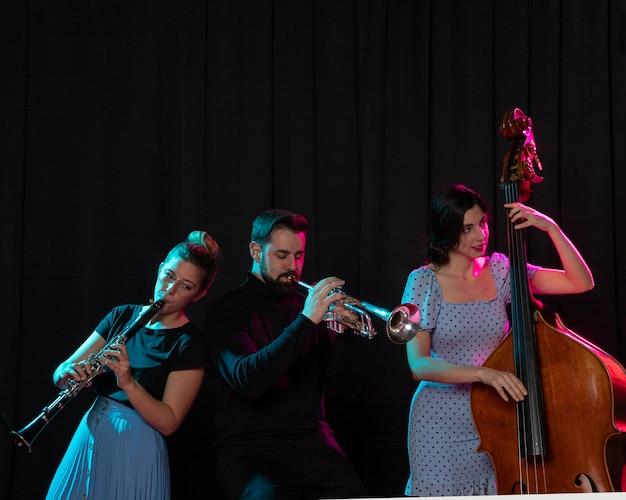 Menschen, die jazz day event feiern