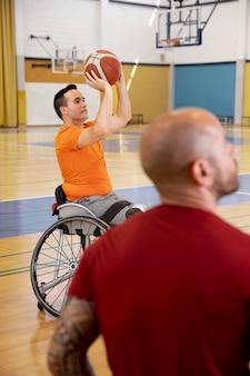 Menschen, die sport mit behinderungen treiben