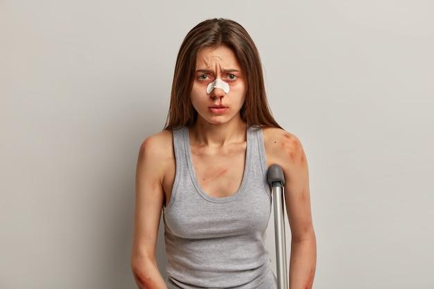 Menschen, gesundheitsprobleme und versicherungskonzept