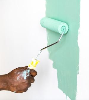 Menschen malen hauswand