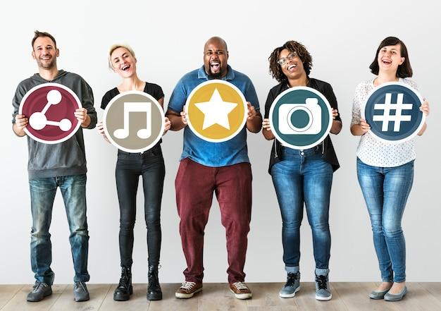 Menschen mit social-media-konzept