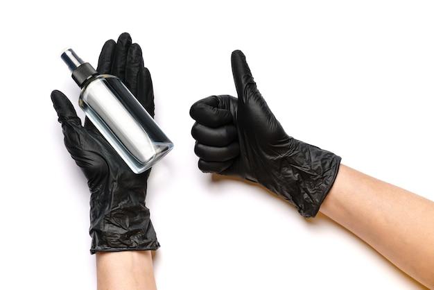 Menschliche hand im schutzhandschuh, der alkohol-händedesinfektionsspray hält