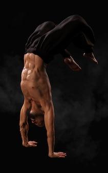 Menschliches kampfkunst-sporttraining mit beschneidungspfad