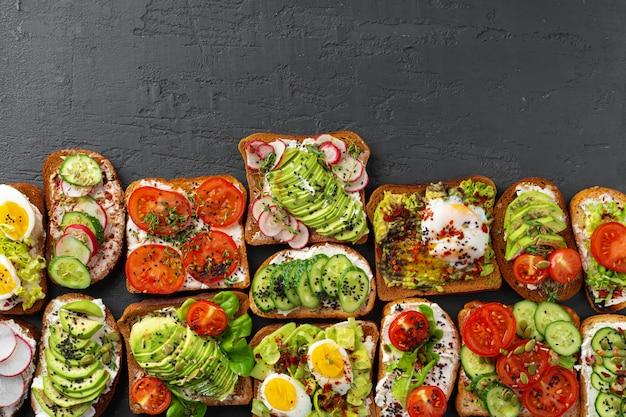Menühintergrund mit verschiedenen verschiedenen veganen sandwiches Premium Fotos
