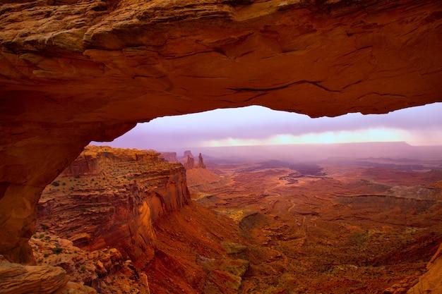 Mesa arch in nationalpark utah usa canyonlands