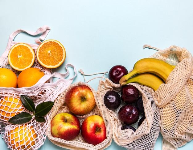 Mesh-einkaufstaschen mit früchten