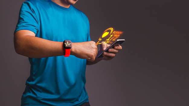 Messen der herzfrequenz-app auf dem smartphone in der hand. konzept der messung