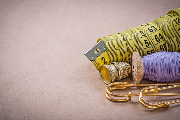 Messen von flexiblen lineal holzgewindespule sicherheitsnadeln fingerhüte