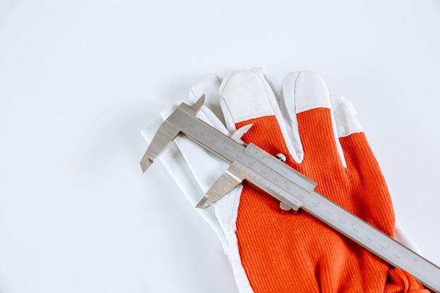 Messen von innendurchmesser, außendurchmesser, länge mit einem messschieber