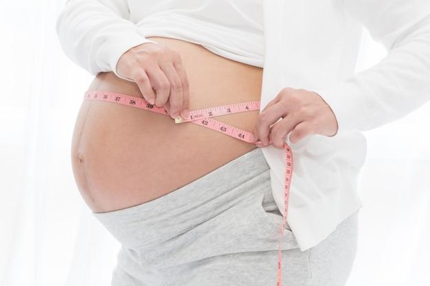 Messung der größe des schwangerschaftsbauchs