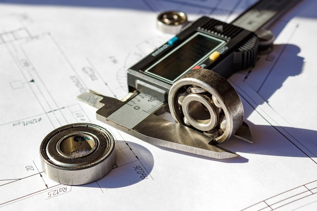 Messung der höhe der verwendeten kugellager mit einem elektronischen bremssattel
