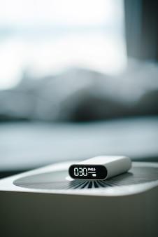 Messung der raumluftqualität und der wirksamkeit des luftreinigers.
