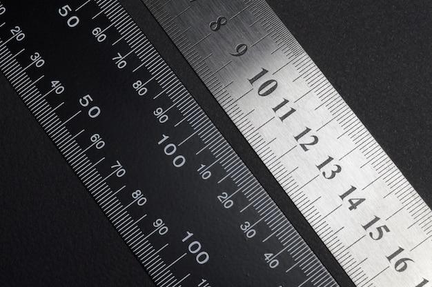 Messwerkzeug, lineal und messschieber
