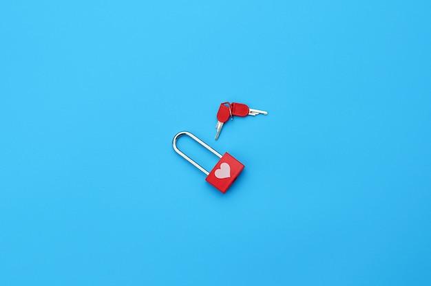 Metall geschlossenes vorhängeschloss mit schlüsseln