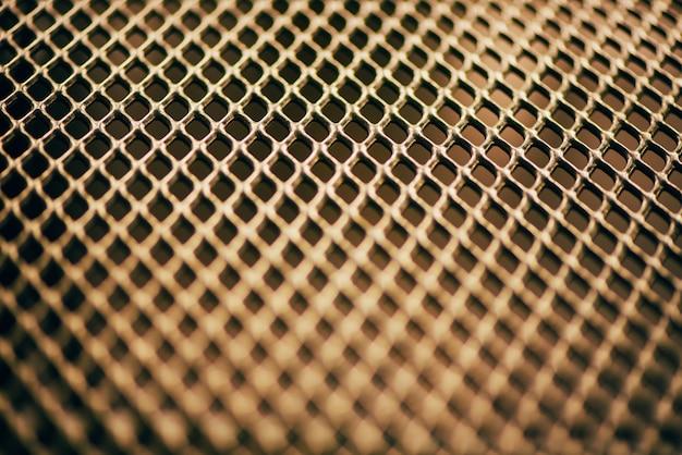 Metall hintergrund. gitterbeschaffenheit mit gitter der kleinen zellen. punkt des vorgewählten fokus.