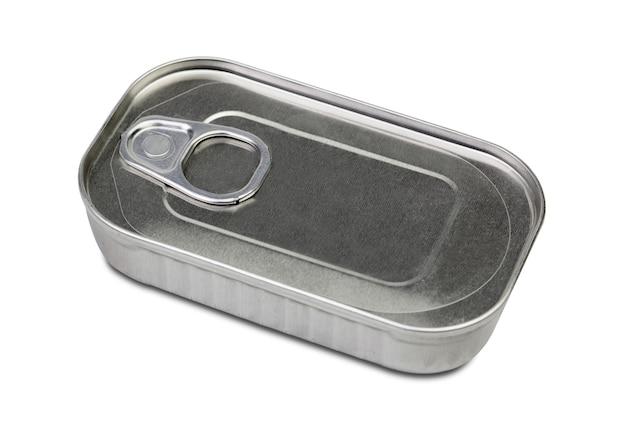 Metalldose für konserve isoliert auf weißem hintergrund