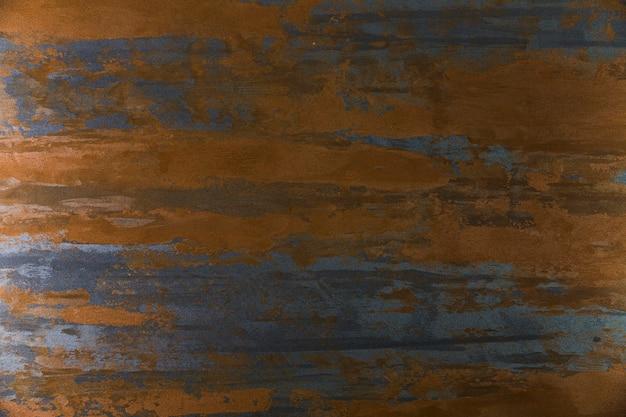 Metallische oberfläche mit horizontalen rostflecken