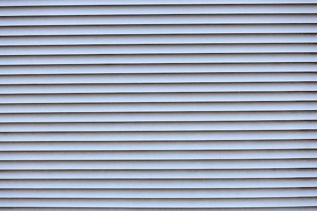 Metallische textur. horizontale riemen. belüftung in einer metallwand. foto in hoher qualität