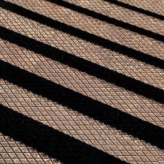 Metallischer hintergrund mit schwarzen linien