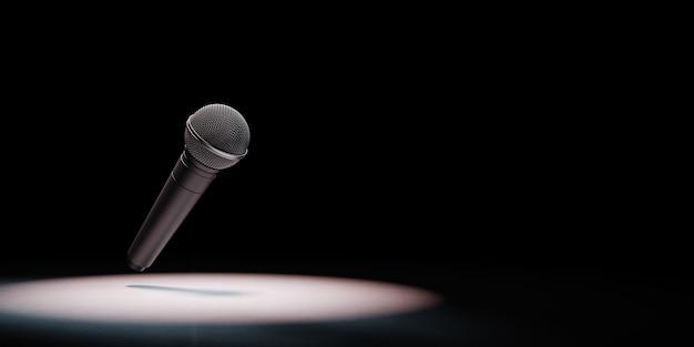 Metallisches mikrofon angestrahlt auf schwarzem hintergrund
