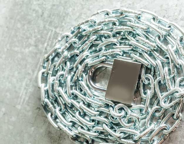 Metallkette und vorhängeschloss