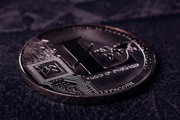 Metallmünze des kryptowährung litecoin abschlusses oben