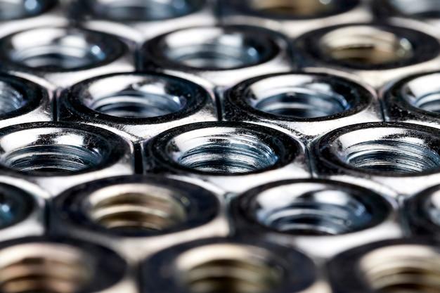 Metallmuttern zur verwendung bei der installation