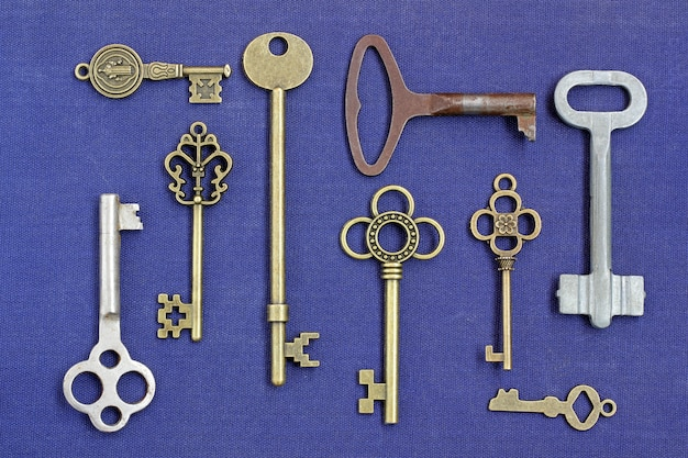 Metallschlüssel aus verschiedenen schlössern