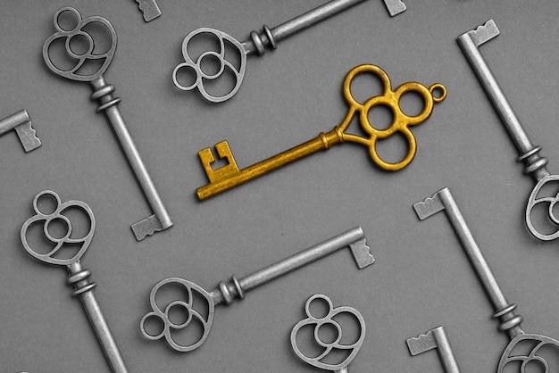 Metallschlüssel für ein erfolgreiches online-geschäftskonzept