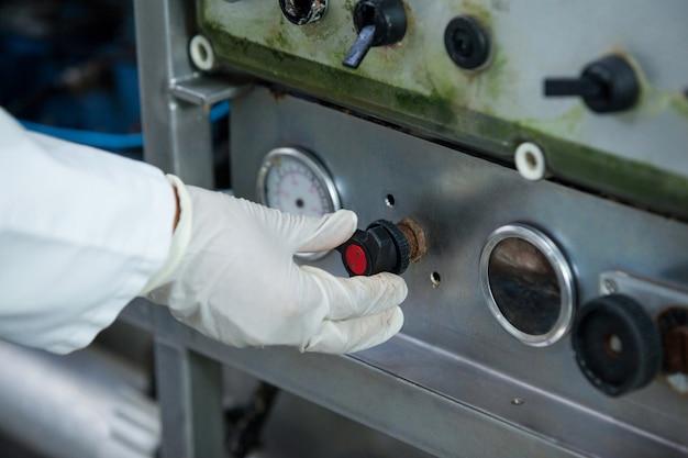Metzger-betriebsmaschine in der fleischfabrik