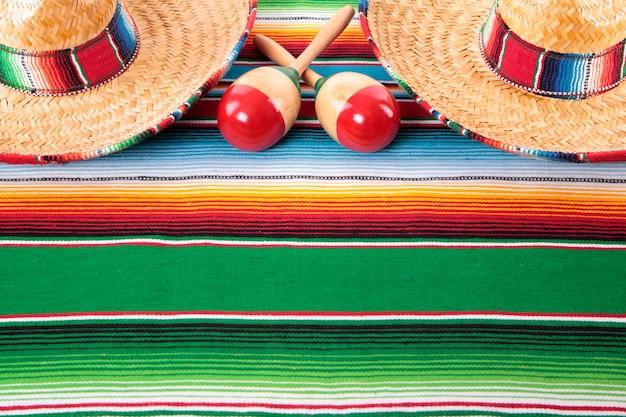 Mexikanische decke mit zwei sombreros
