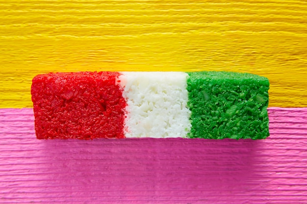 Mexikanische kokosnussflagge bonbons gestreift chredded