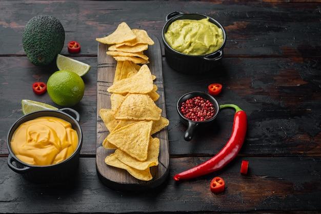 Mexikanische nachos mit sauce