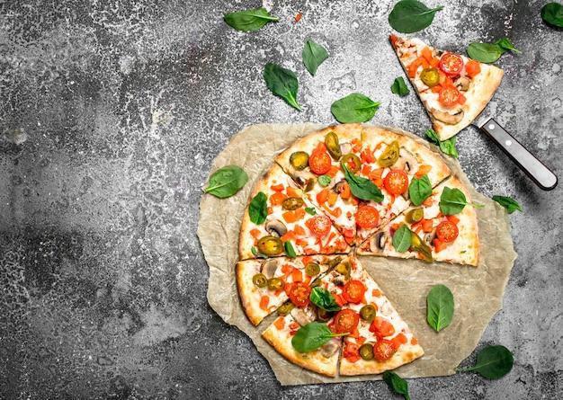 Mexikanische pizza mit kräutern