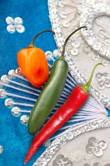 Mexikanische scharfe paprikapfeffer roter habanero serrano