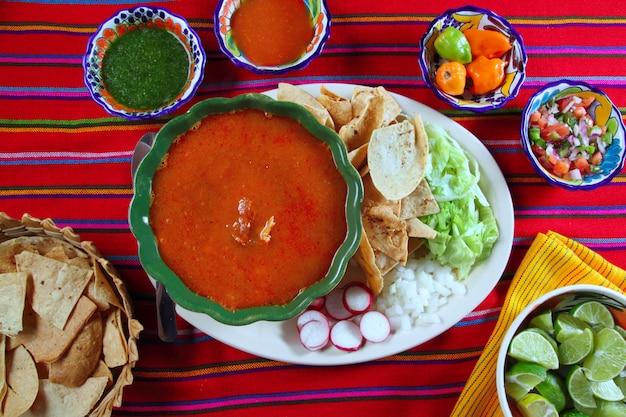 Mexikanische suppen-paprikasoßen pozole maya yucatan