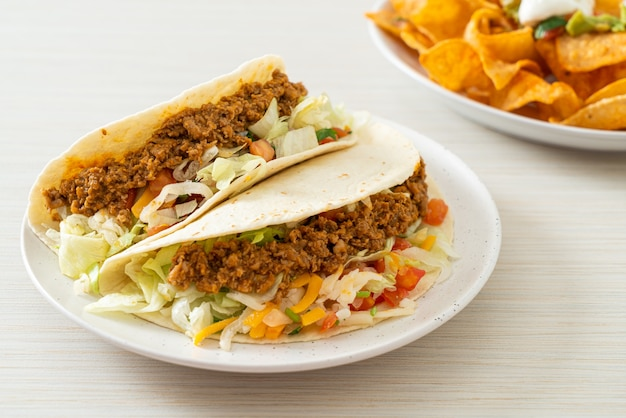 Mexikanische tacos mit hähnchenhackfleisch - traditionelle mexikanische küche