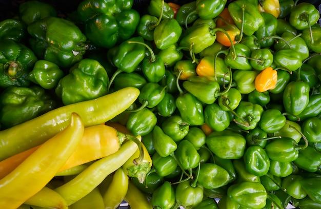 Mexikanischer marktgemüse-paprika habanero
