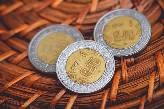 Mexikanischer peso mxn nahaufnahme von mexikanischen münzen
