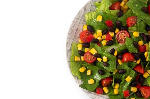 Mexikanischer salat mit frischem gemüse