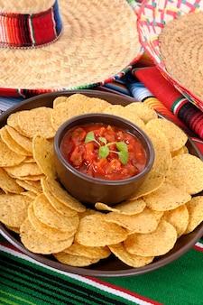 Mexikanisches essen mit sombreros